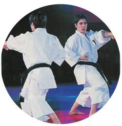 les deux soeurs font un kata